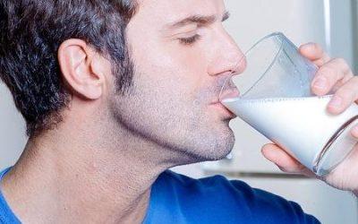 Homem não tem osteoporose? Beber leite evita o problema? Tire suas dúvidas…